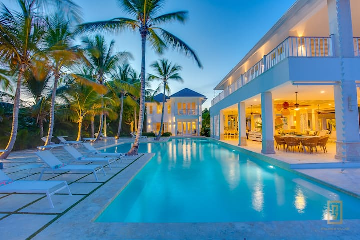 Villa La Hispaniola. Luxury Beachfront Puntacana