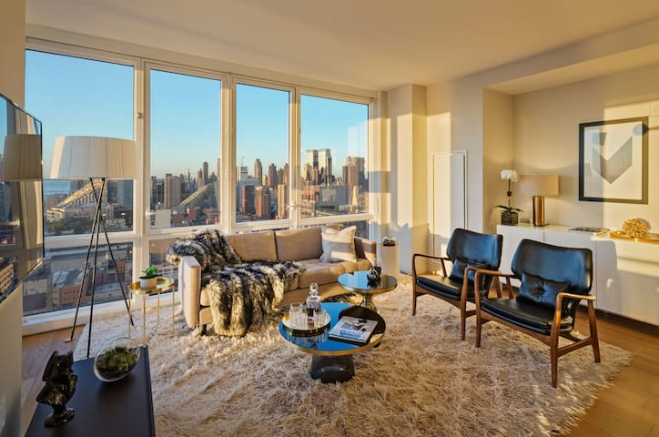 Lux Master Suite in Time Square with Epic View