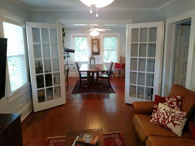 "Charming Upstairs ""Treehouse"" - Wilmington - Talo"