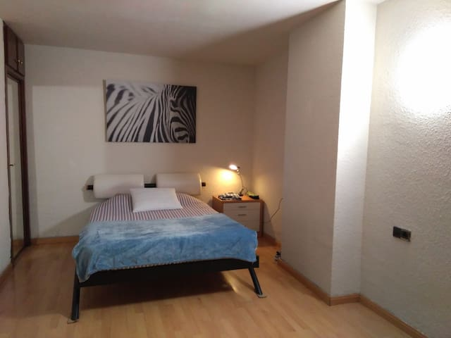 Confortable room in duplex - Sant Just Desvern