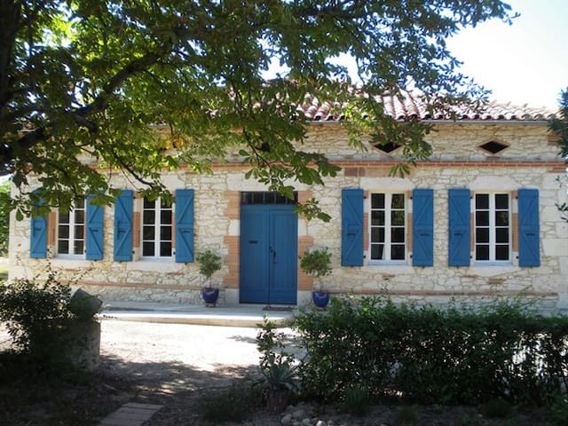 Charming isolated farmhouse - Monferran-Savès