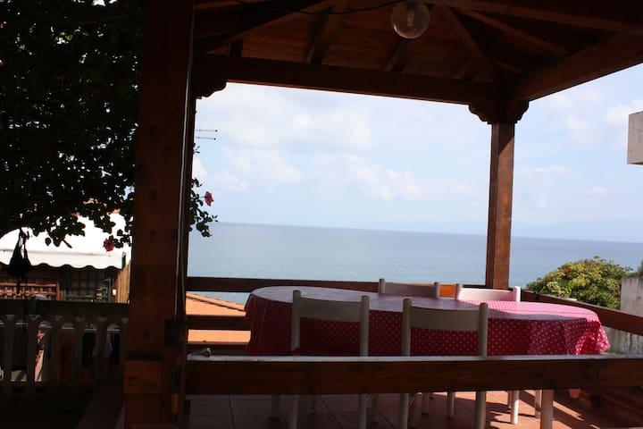 Villetta con spiaggia privata a Briatico (Tropea) - Briatico