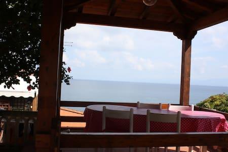 Villetta con spiaggia privata a Briatico (Tropea) - Briatico - Huvila
