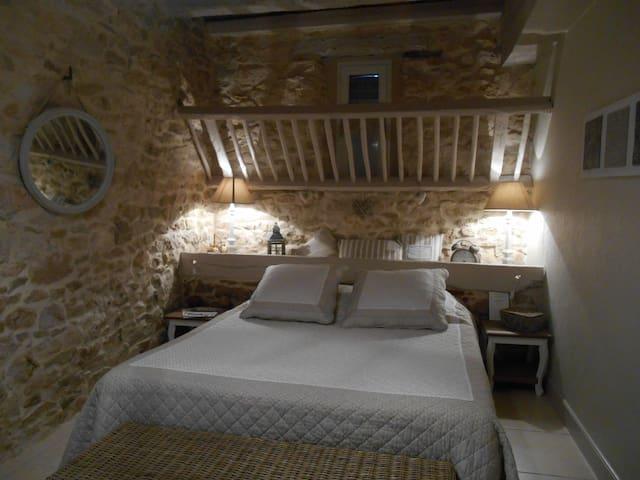 Le Rouyre, chambre et table d'hôtes - Réalmont - ที่พักพร้อมอาหารเช้า