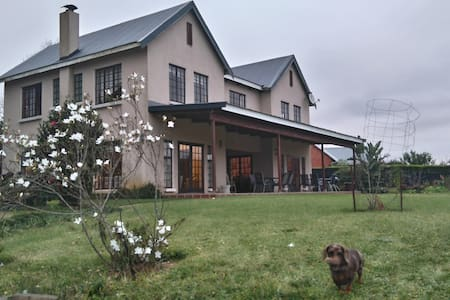 Country Living in Central Hilton - Hilton - Huis