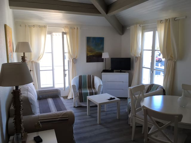 St. Martin Sunny apartment with swimming pool. - Saint-Martin-de-Ré - Leilighet