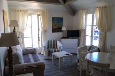 St. Martin Sunny apartment with swimming pool. - Saint-Martin-de-Ré - Huoneisto