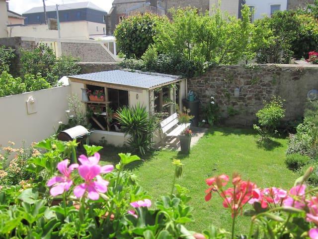 Jolie chambre très calme et idéalement située - Cherbourg-Octeville - Casa