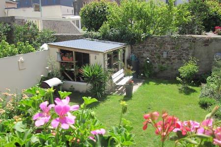 Jolie chambre très calme et idéalement située - Cherbourg-Octeville