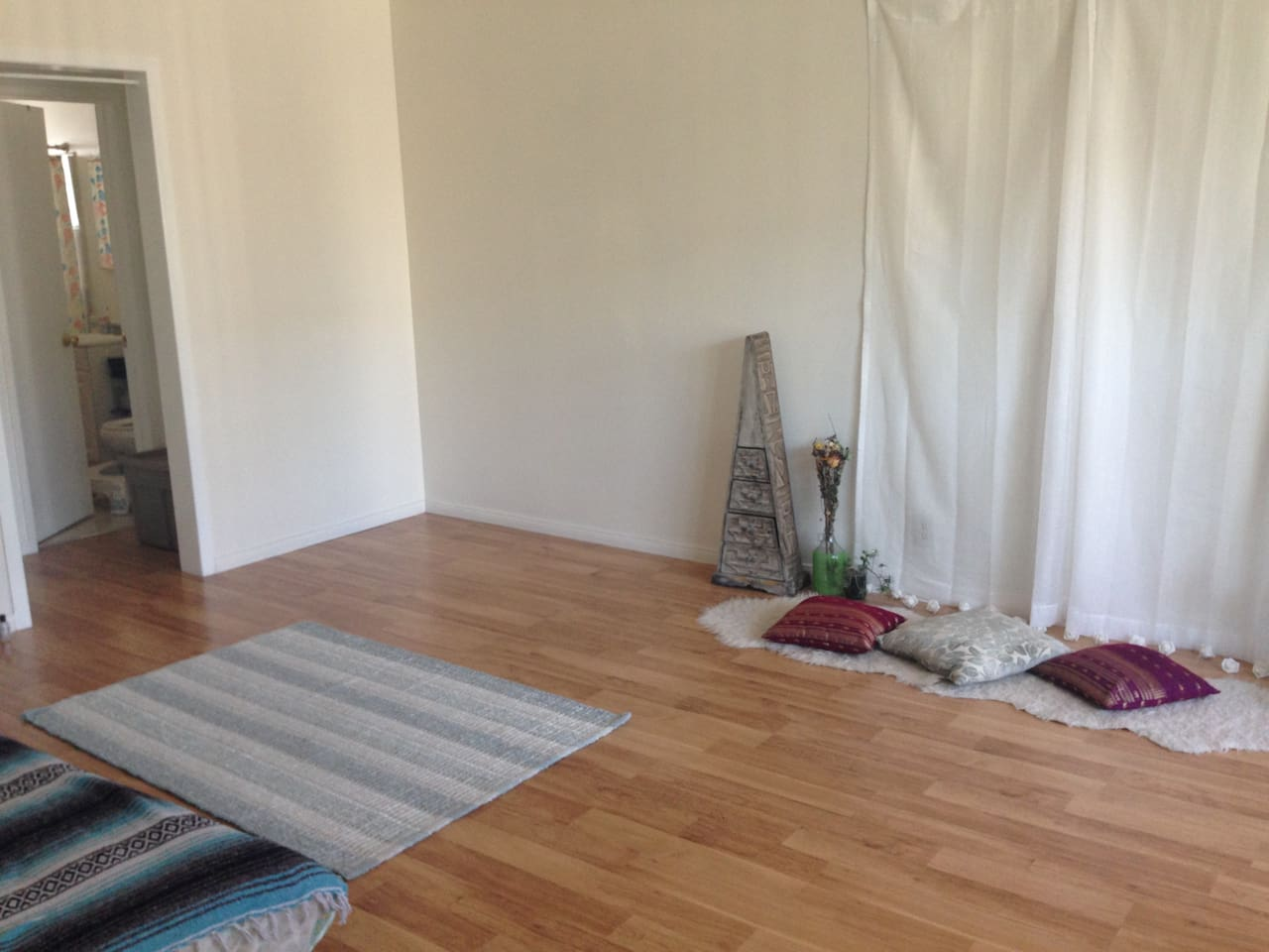 Picturesque living room and lounge spot. Great for yoga selfies.