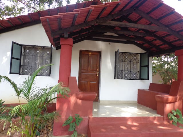 The Naseberry Cottage - PortaVaddo, Siolim - Siolim - Blockhütte