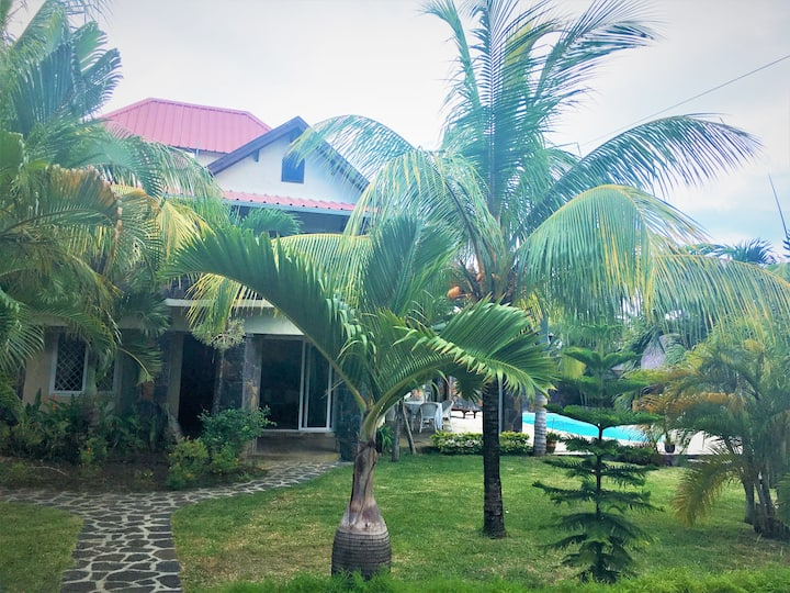 Prestige TROPICAL Villa (close to the beach)