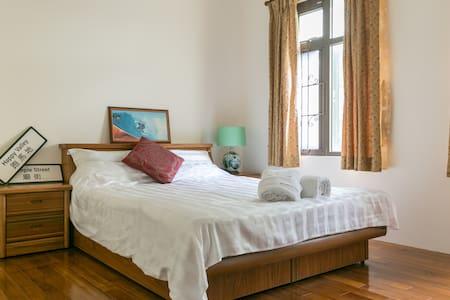 標準雙人房 可加2位單人床墊 廚房 客廳 屋頂看日出 賞星星 烤肉 - Villa