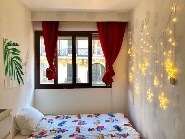 Cozy bedroom next to Champs-Élysées