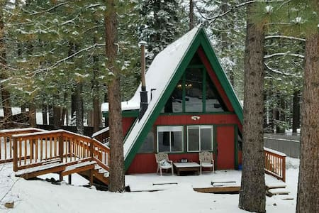 Cozy cabin w/ easy access to Pioneer Trail & HW50 - South Lake Tahoe