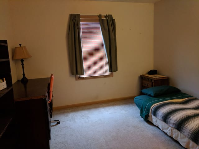 Simple, Quiet, Private Room near KSU and NEOMED