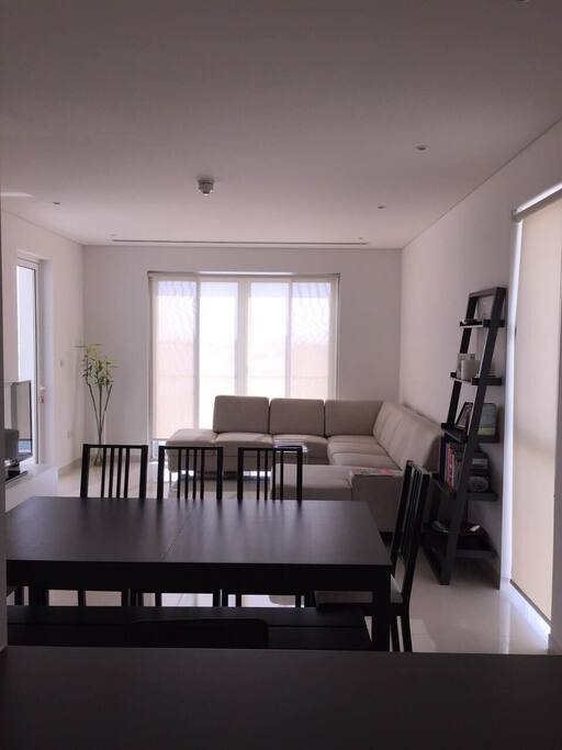 Fully equipped living room with 6-seat dinning table
