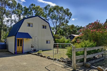 Eaglehawk Cottage- a nest for two