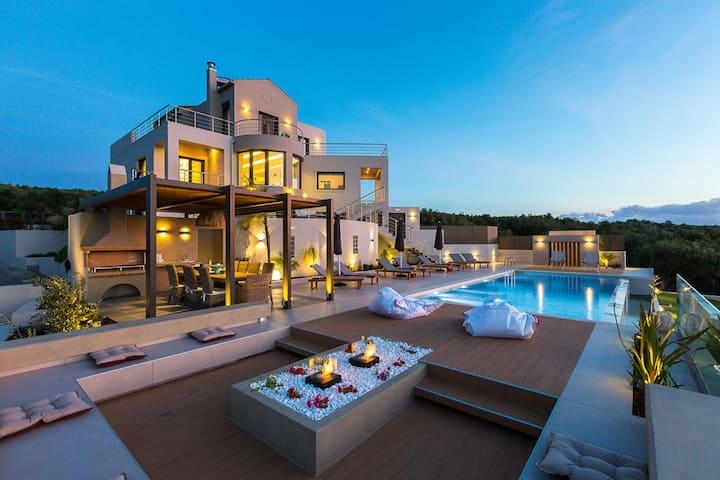 Veggera Seaview Villa: 6BD, Private Heated Pool