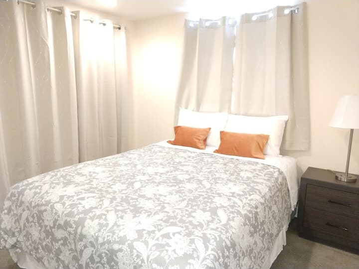 Weekly Discount - Willow Room 6 mins. From Airport