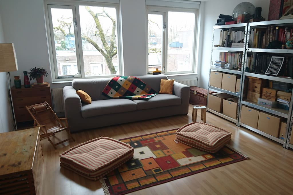 the cosy living room :)