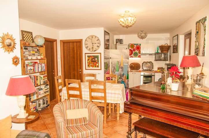 Spacious cheery flat with two french doors
