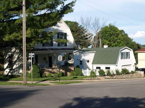 Suttons Bay Village Apartment