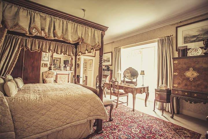 Lady Slade's Room