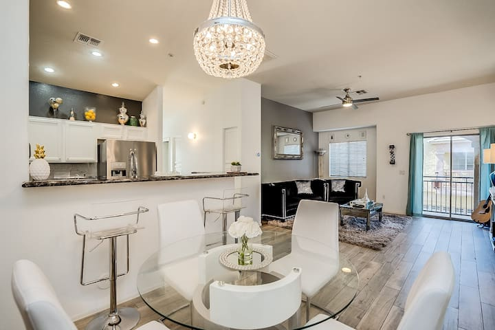 Tempe 2 bed/2 bath townhouse- gated & resort pools