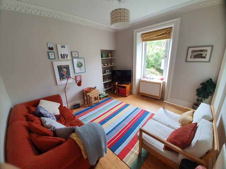 Traditional, Cosy Edinburgh Colony House