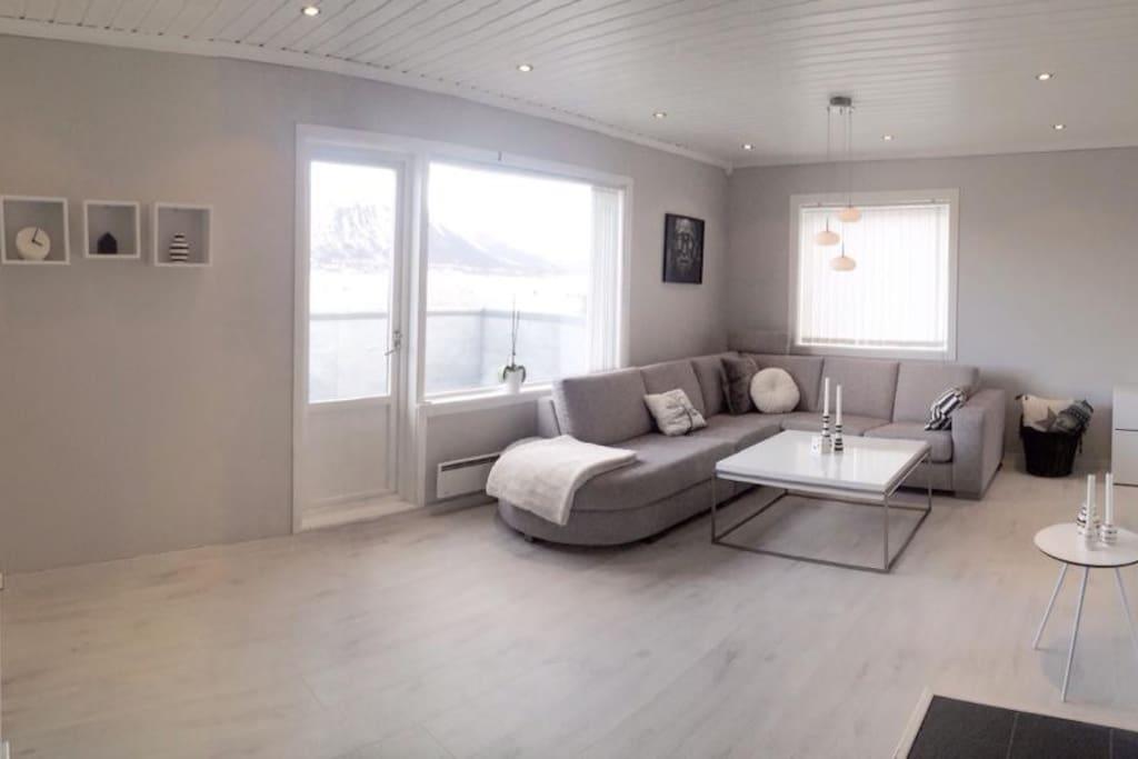 Livingroom with door to the balcony with amazing view