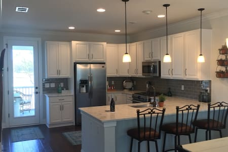 Trendy, New Home, Tons of Amenities & Mins to IOP - Mount Pleasant - Byhus
