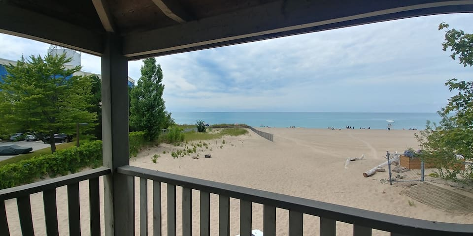 Beachfront 3BR Cottage Spectacular views!