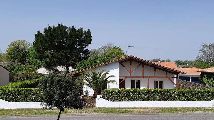 Bassin d' ARCACHON / La Hume. Villa 80 m2