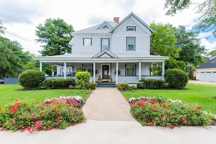 Charming Victorian in Historic Downtown Greer