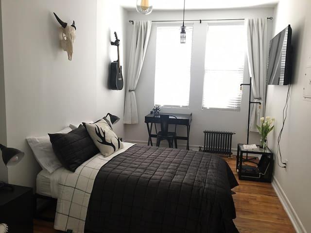 Spacious designer luxury 2BR apartment - EV prime! - New York - Flat