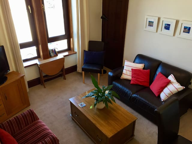 Peaceful, City Centre Apartment + Free Parking
