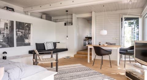 Modern Minimalistic Lakeview Design Studio&Terrace