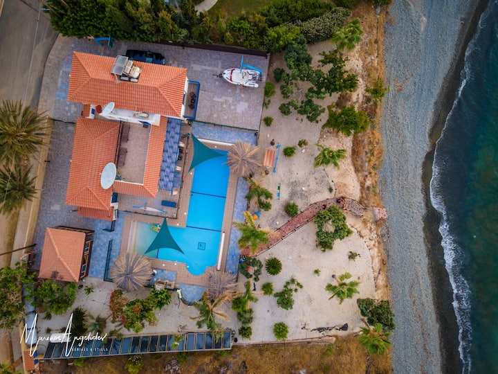 Exceptional & Secluded Beachfront Villa-Huge Pool