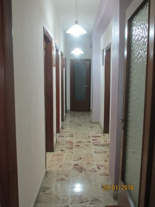 Si affittano stanze singole/doppie preferibilmente per lunghi periodi