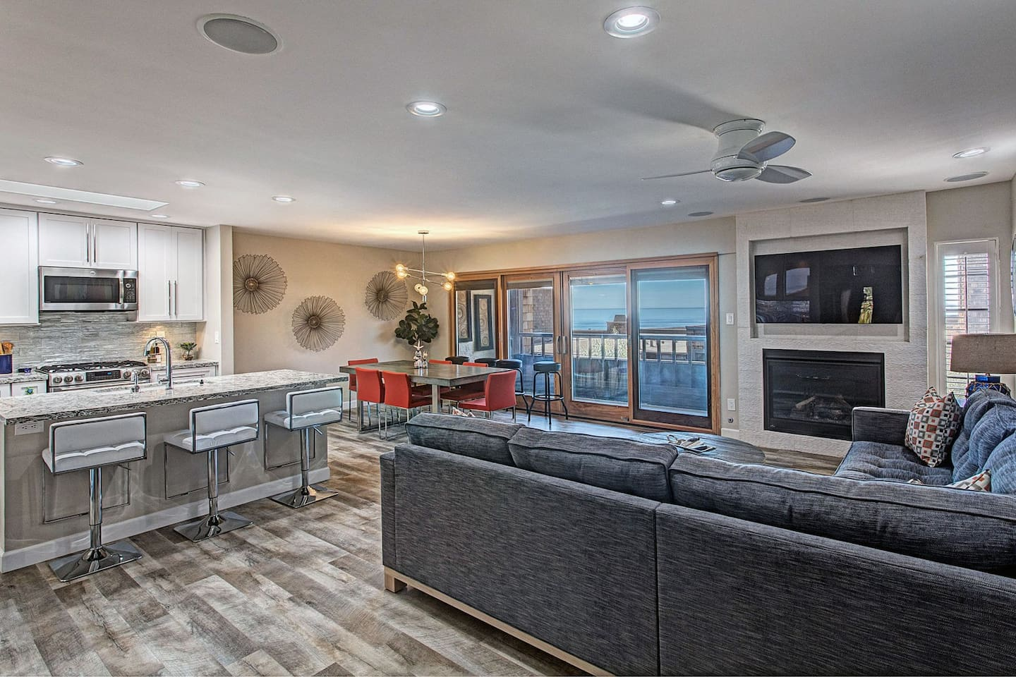 Kitchen, living room, dinning room with an ocean view!
