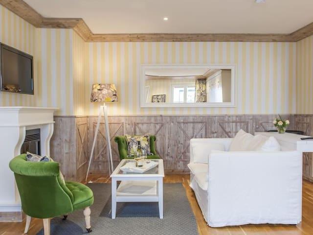 Hotel Sonne, (Kirchzarten), Sonnen Suite mit 70qm für max. 5 Personen