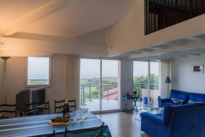 Anglet ⎜Between Golf and Ocean · Ocean view apartment w/ several patios