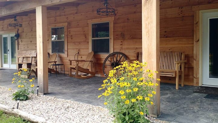 Full Log Cabin bungalow perfect for couples(4)