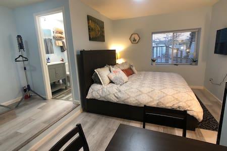 Charming 1 cozy studio centralized location