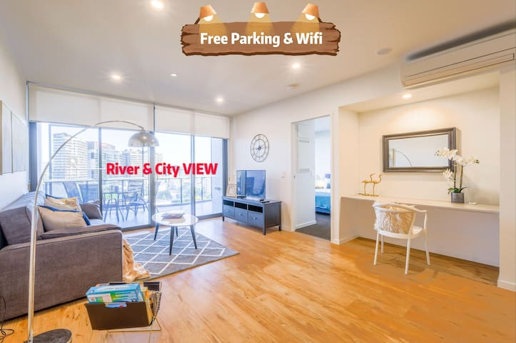 Stunning River View 2 bedroom apartment @SouthBank