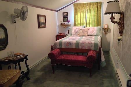 Cozy Full, upstairs - Westfir - Bed & Breakfast