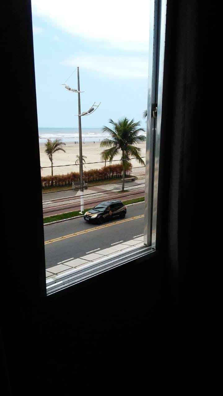 Apartamento de frente para o mar, muito arejado.