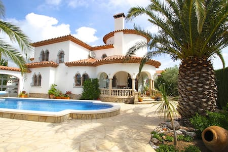 Villa with a large garden and pool - Mont-roig del Camp