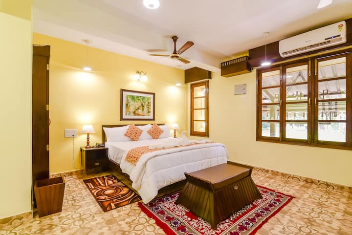King Size Room in a Colonial Styled Home 2